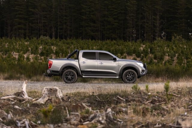 2021 Nissan Frontier side