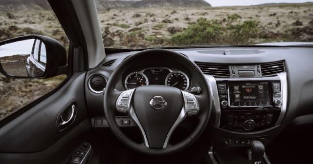 2023 Nissan Navara interior